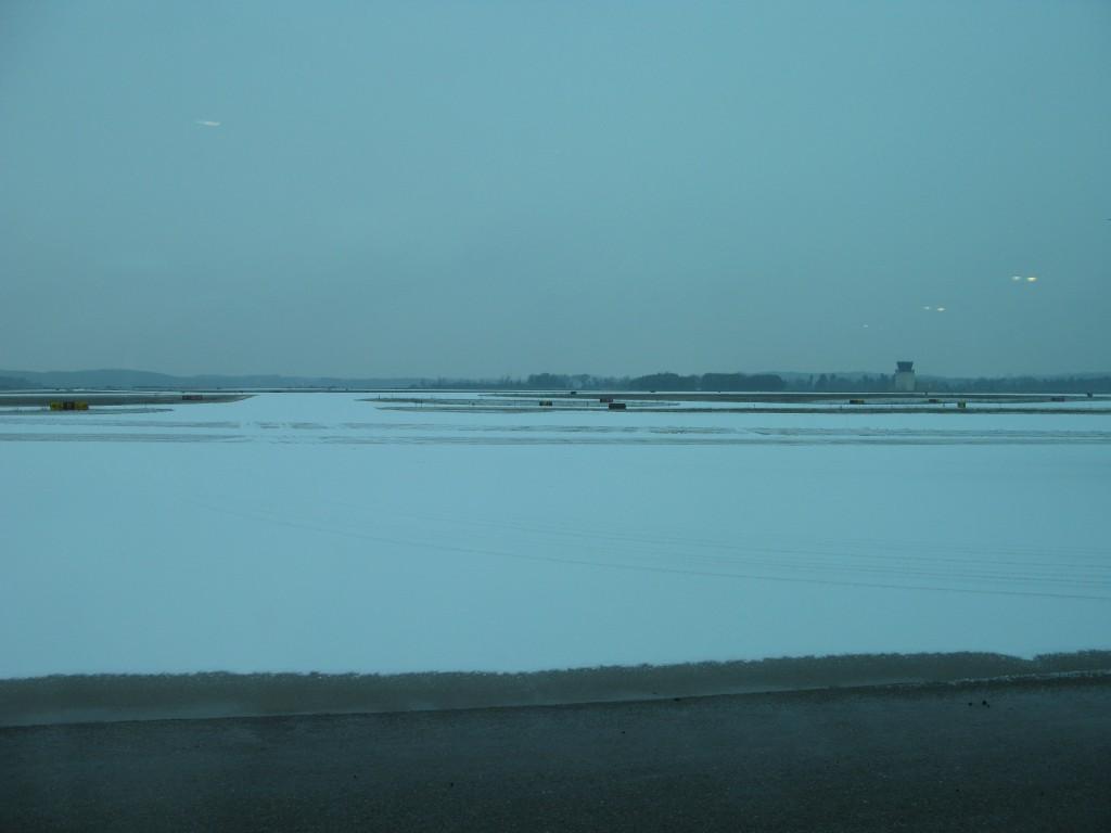 Eau Claire lufthavn, hvor jeg ventede på mit fly hjem, ruderne var tonede.