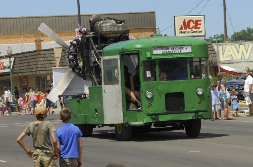 En bus med en flymotor på. Heller ikke relvant, men hey, det er en bus med en flymotor på!