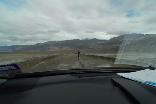 Jeg tester vanddybden på vejen til (meget skuffende) Ballarat.
