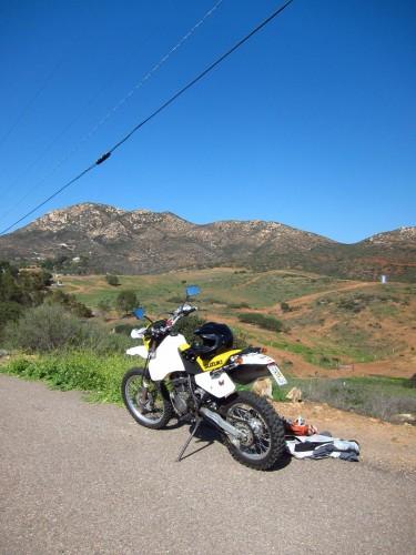 Pidge og jeg på tur. Iron Mountain i baggrunden. Jeg forsøgte forgæves at finde en vej til toppen.