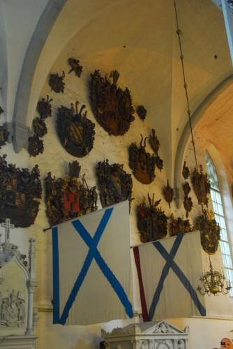 Våbenskjolde i Tallinns domkirke, der var magtcentral i århundreder.