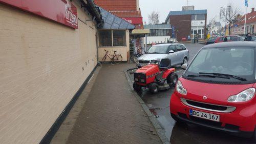 Undervejs i forberedelserne har vi også været på en (meget, meget kold) påsketur til Bornholm, hvor de lokale ikke lader sig nøje med motorcykler som transportmiddel til købmanden...