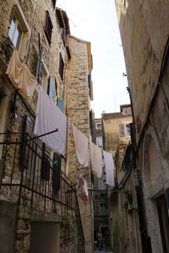 Snævre gader i Split.