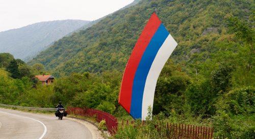 Camilla på vej ind i Republika Srpska.