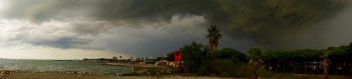 Vildt vejr over Albanien.