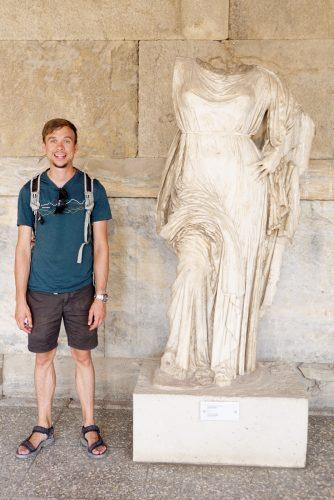 Andreas elsker at posere foran kulturelle seværdigheder.