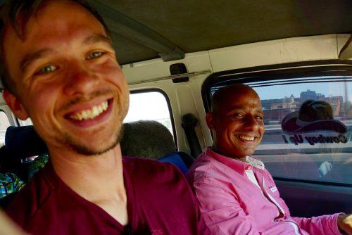 Ahmed, vores mikrobuschauffør til pyramiderne.