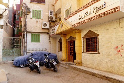 Parkering foræresgæster til hotellet i Aswan.
