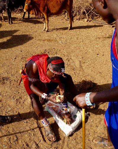 Maasaibyens medicinmand. Efter sigende tager en maasai tager ikke på hospitalet, uanset hvad.