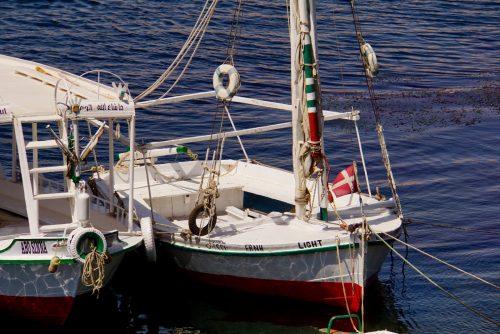 Båden Erna har haft besøg af danske turister. Hernede kender de: we are red, we are white, we are Danish dynamite.