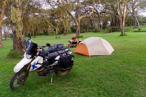 Hyggelig campingplads lige ned til flodhestenes soveværelse. Vi hørte dem brøle mange gange om natten.