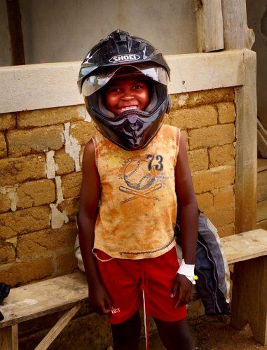Halle klar til MC-tur. Han har i øvrigt malaria, og bliver behandlet med drop hjemme.