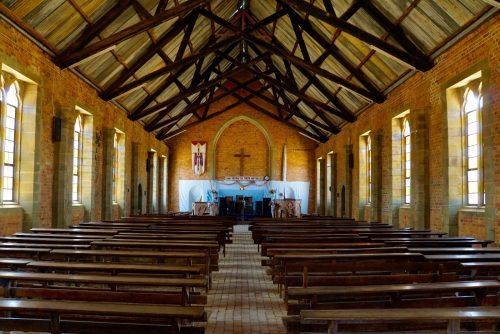 Kirken i Livingstonia. Hver søndag tropper ca. 500 mennesker, primært unge, op til gudstjeneste.