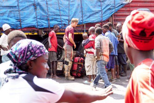 Der var mange mennesker, der alle havde havde noget at fortælle - selv på det lokale sprog kom folk bare og snakkede til os.